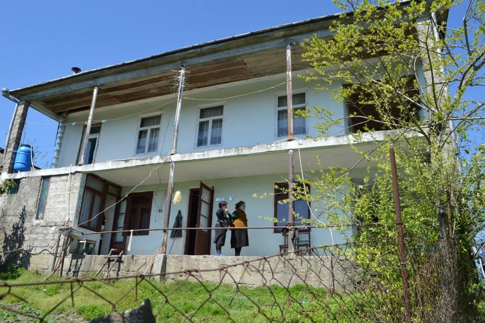 15 ეკომიგრანტ ოჯახს საცხოვრებელი სახლები გადაეცა