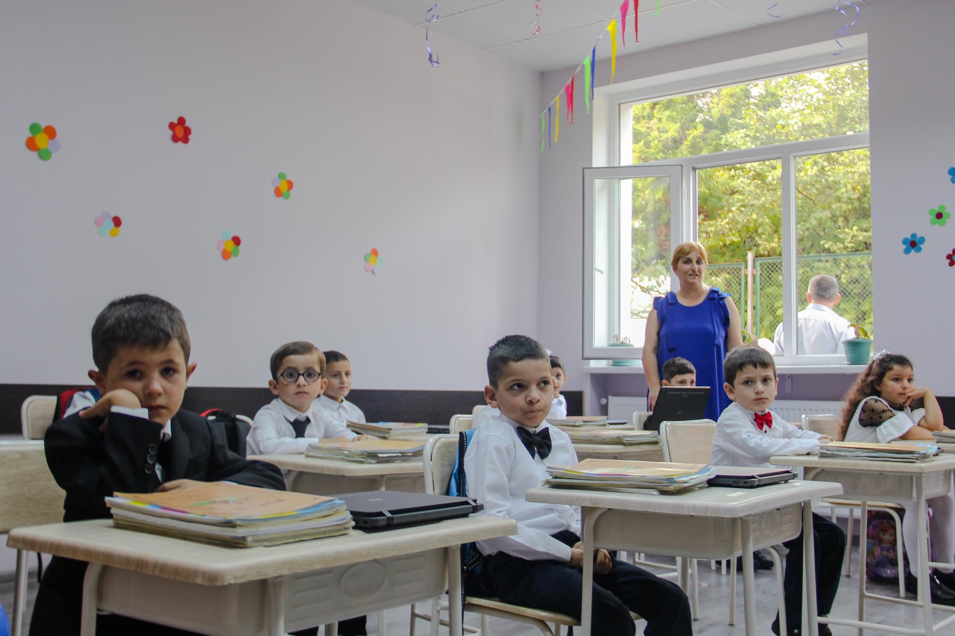 თორნიკე რიჟვაძემ სასწავლო წლის დაწყება ლეღვას საჯაროს სკოლის მოსწავლეებს მიულოცა