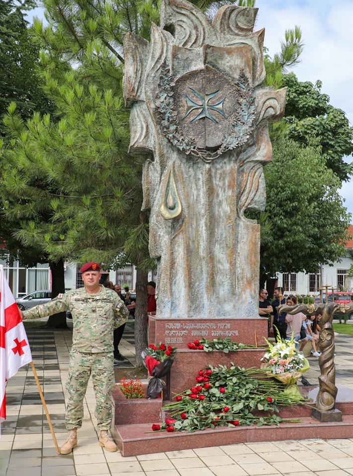 თორნიკე რიჟვაძემ აგვისტოს ომში დაღუპულ გმირებს პატივი მიაგო
