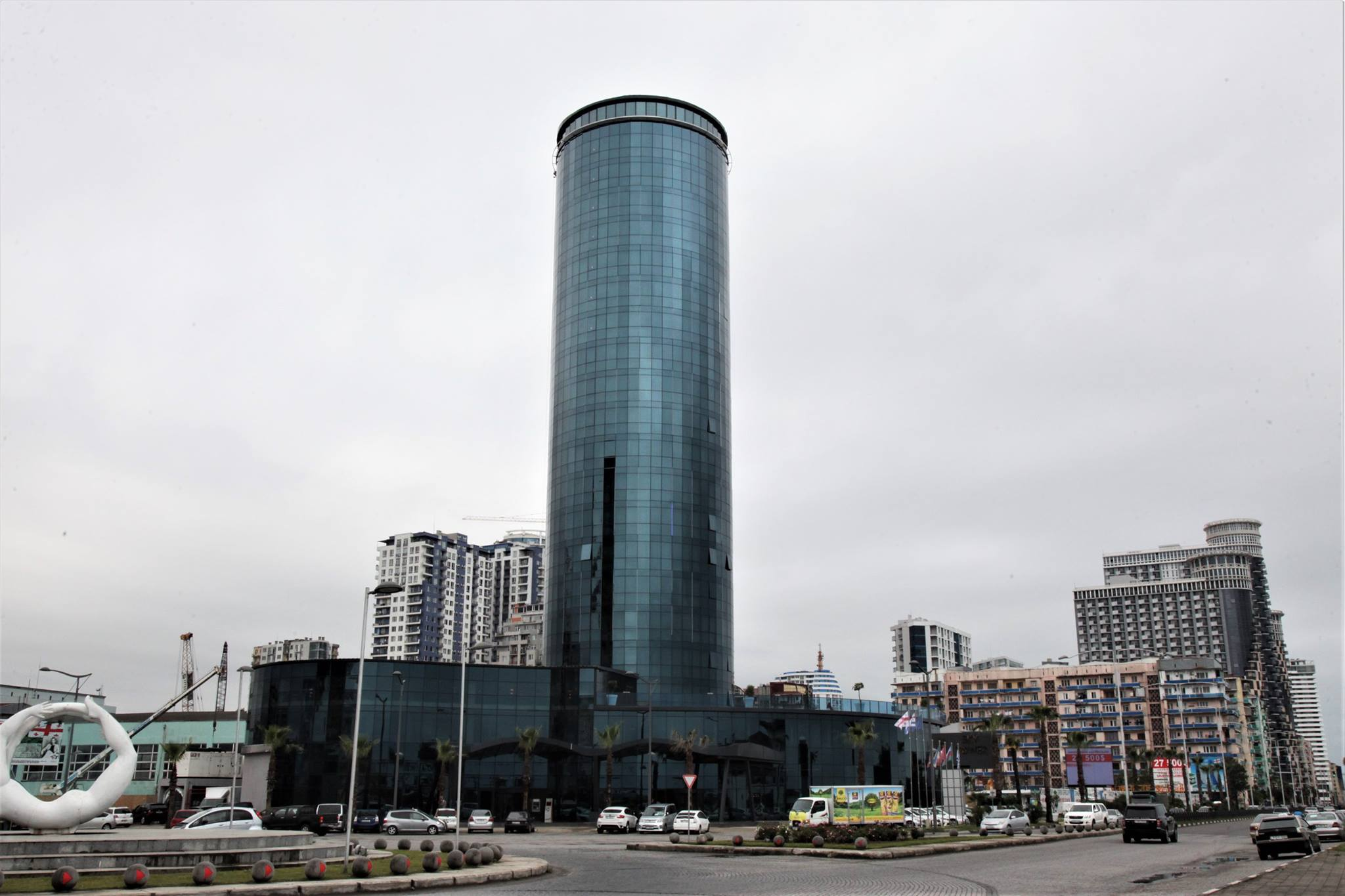 ბათუმში ახალი, თანამედროვე სტანდარტების სასტუმრო SKY TOWER-ი გაიხსნა
