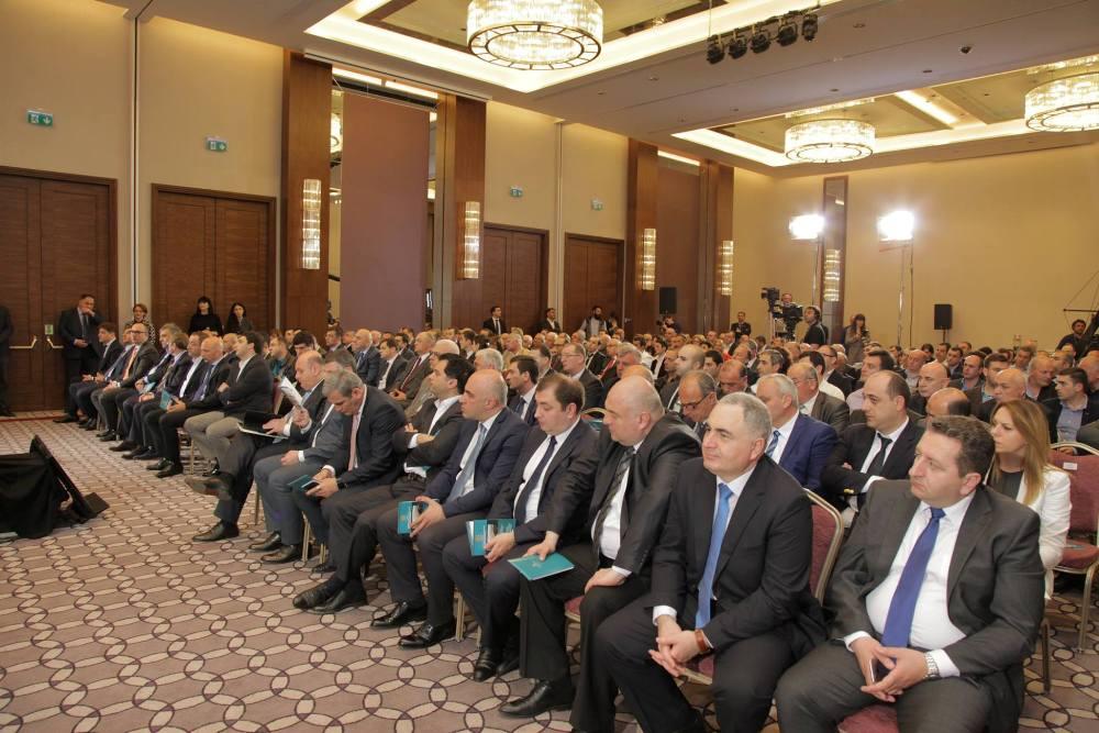 პრემიერ მინისტრი ბიზნესმენებს შეხვდა