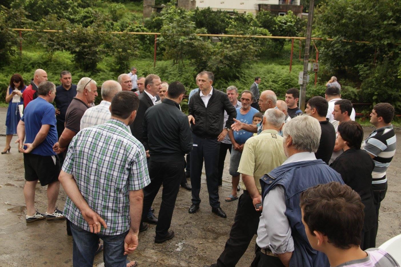 აჭარის მთავრობის თავმჯდომარე დღეს ხელვაჩაურის სოფელ სატეხიის მოსახლეობას შეხვდა და მათ პრობლემებს გაეცნო